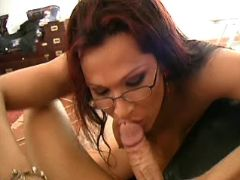 Clever tranny sucks appetizing cock from freetrannyxxx.com